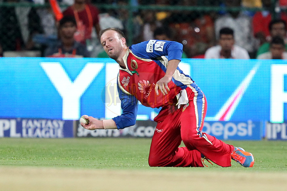 AB de Villiers of the Royal Challengers Bangalore fields the ball during match 24 of the Pepsi Indian Premier League Season 2014 between the Royal Challengers Bangalore and the Sunrisers Hyderabad held at the M. Chinnaswamy Stadium, Bangalore, India on the 4th May  2014Photo by Prashant Bhoot / IPL / SPORTZPICSImage use subject to terms and conditions which can be found here:  http://sportzpics.photoshelter.com/gallery/Pepsi-IPL-Image-terms-and-conditions/G00004VW1IVJ.gB0/C0000TScjhBM6ikg