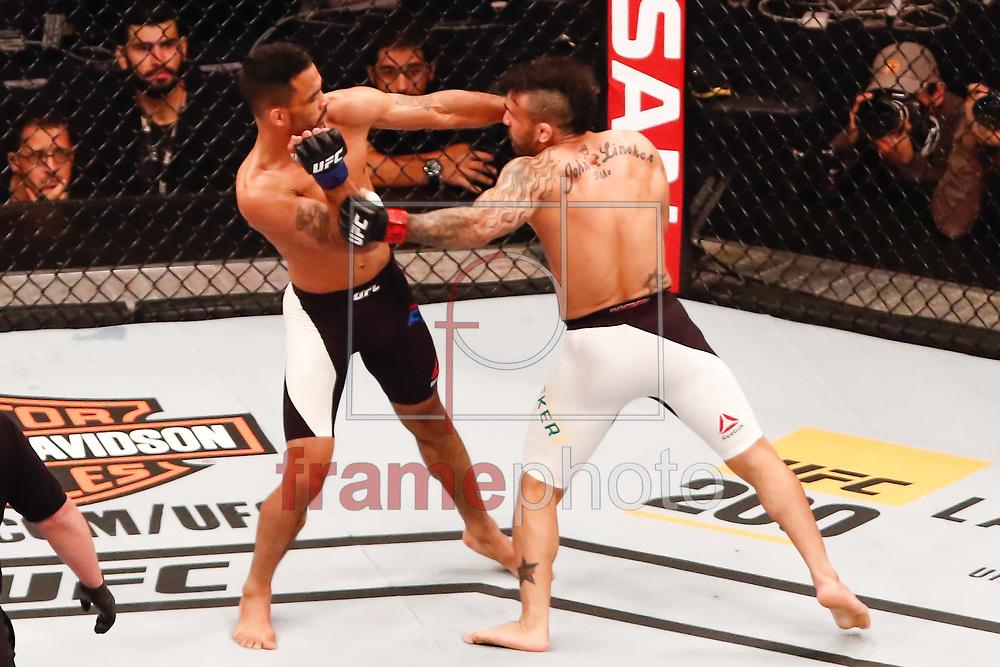 John Lineker (61,2kg) bermuda branca x Rob Font (61,2kg) durate o UFC 198 que acontece no estádio da Arena da Baixada em Curitiba (14/05). Foto: Thiago Bernardes / FramePhoto