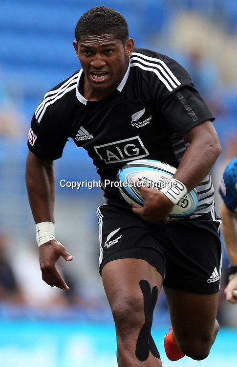 HSBC Sevens World Series - Gold Coast 2013  - Skilled Park , Gold Coast 12/10/13 - <br /> New Zealand's Waisake Naholo in action v USA <br /> Photograph : Jason O'Brien / Photosport