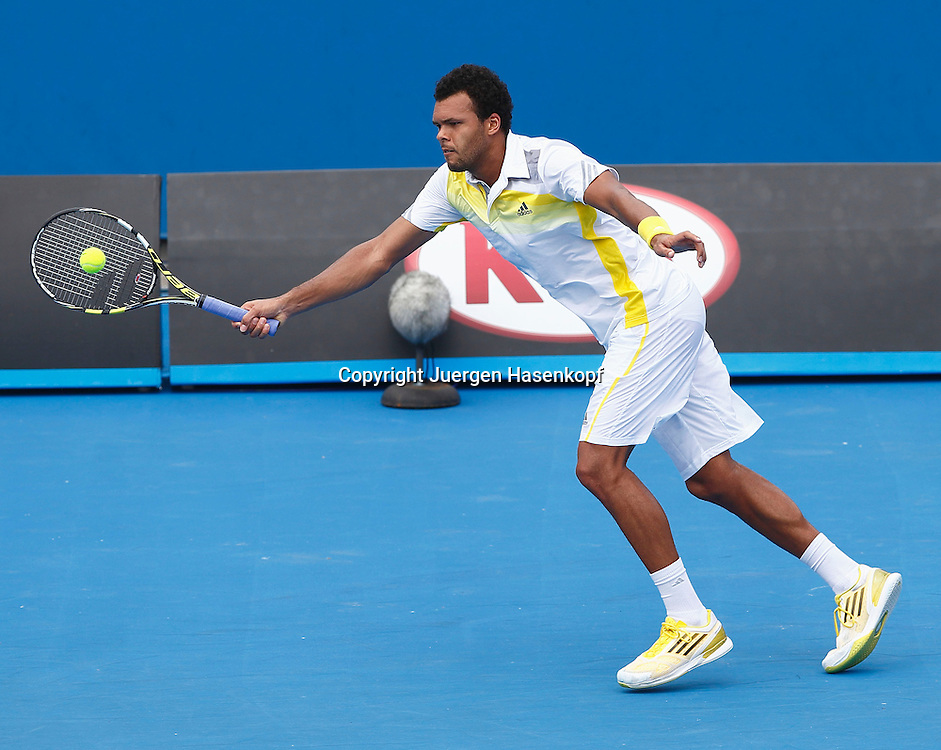 Australian Open 2013, Melbourne Park,ITF Grand Slam Tennis Tournament, Jo-Wilfried Tsonga (FRA),Aktion,Einzelbild,Ganzkoerper,Querformat,.
