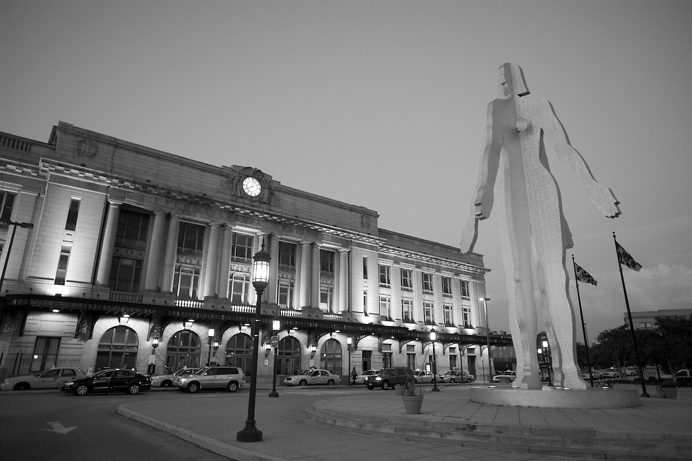 Sculpture in Baltimore<br /> F 4                     MALE/FEMALE<br />                        Pennsylvania Station, 1515 North Charles Street<br />                        2004<br />                        Jonathan Borofsky - Sculptor