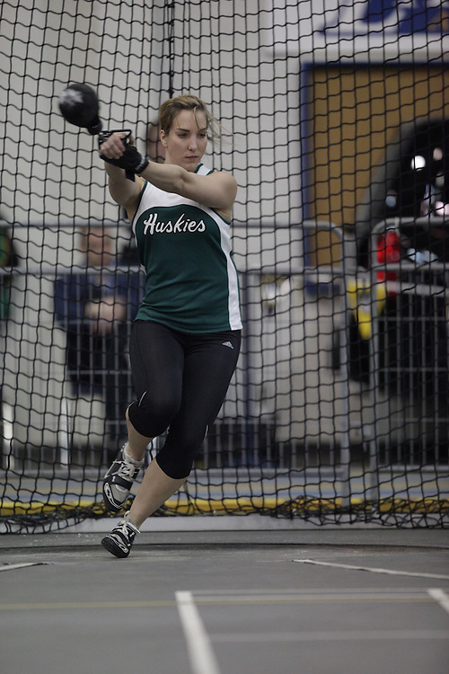 Windsor, Ontario ---12/03/09--- Liz Dubourt of  the University of Saskatchewan competes in the women's weight throw at the CIS track and field championships in Windsor, Ontario, March 12, 2009..GEOFF ROBINS Mundo Sport Images