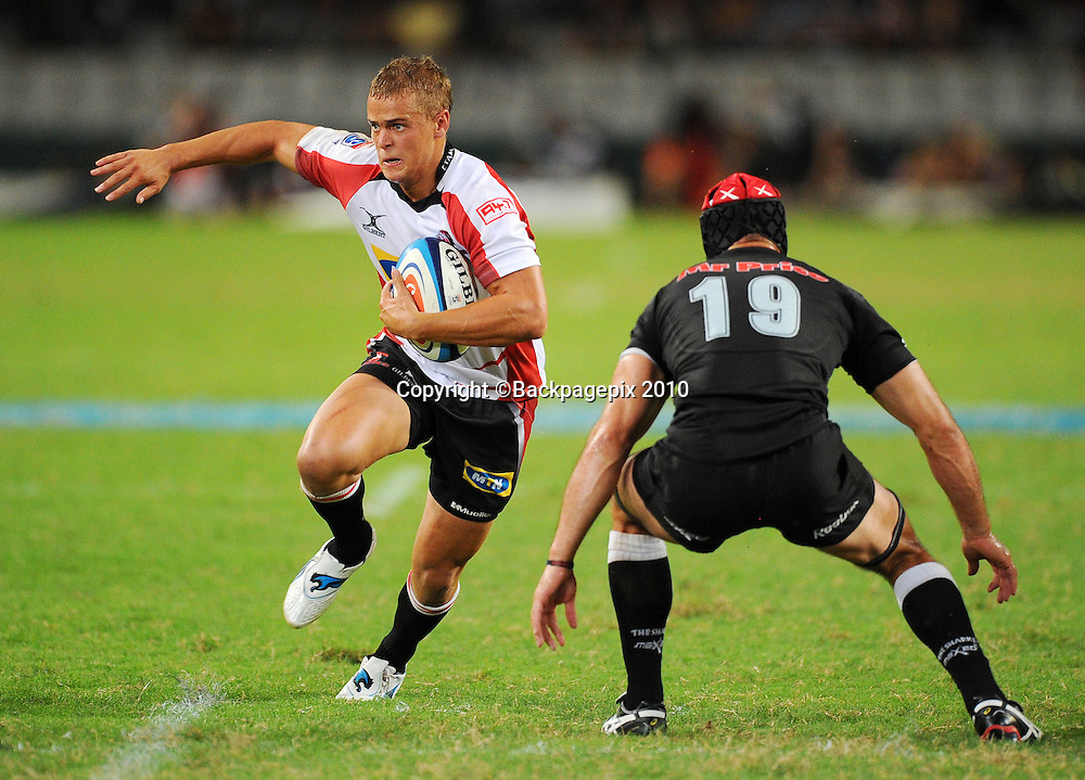 Andries Coetzee of the MTN Golden Lions runs at Jacques Botes of the Sharks <br /> &copy;Chris Ricco/Backpagepix