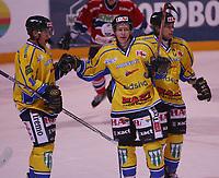 Ishockey   Get - ligaen 15 september  2007  , Hamar OL - Amfi ,<br /> Storhamar Dragons  v  Lillehammer   6-2<br /> <br /> Foto: Dagfinn Limoseth, Digitalsport <br /> <br /> Lars Løkken Østli laget 3-1 målet,gratuleres av Mattias Livf og Teemu Kohvakka