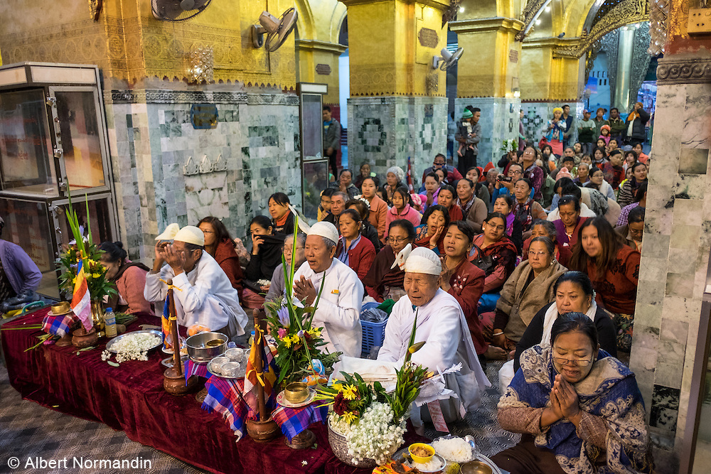 Full crowd praying with priest at front,  Mahamuni Paya Gyi, Mandalay
