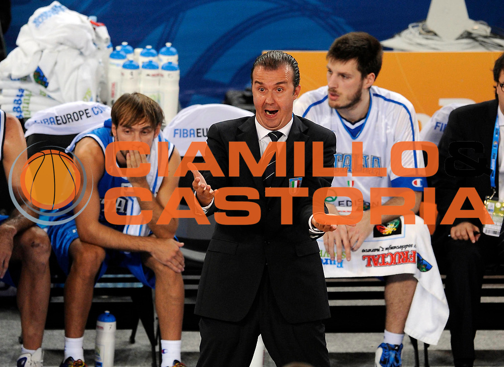 DESCRIZIONE : Lubiana Ljubliana Slovenia Eurobasket Men 2013 Finale Settimo Ottavo Posto Serbia Italia Final for 7th to 8th place Serbia Italy<br /> GIOCATORE : Simone Pianigiani<br /> CATEGORIA : delusione disappointment<br /> SQUADRA : Italia Italy<br /> EVENTO : Eurobasket Men 2013<br /> GARA : Serbia Italia Serbia Italy<br /> DATA : 21/09/2013 <br /> SPORT : Pallacanestro <br /> AUTORE : Agenzia Ciamillo-Castoria/N.Parausic<br /> Galleria : Eurobasket Men 2013<br /> Fotonotizia : Lubiana Ljubliana Slovenia Eurobasket Men 2013 Finale Settimo Ottavo Posto Serbia Italia Final for 7th to 8th place Serbia Italy<br /> Predefinita :
