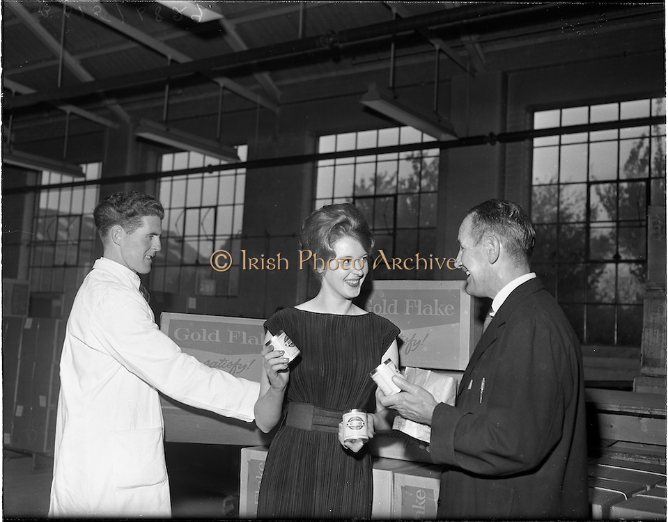 25/10/1960.10/25/1960.25 October 1960.Miss Ireland, Irene Ruth Kane, visits Wills tobacco Factory at South Circular Road, Dublin.