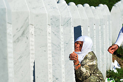 11.07.2015, Sarajevo, BIH, Srebrenica Massaker, 20. Jahrestag, im Bild Families of victims of Srebrenica genocide in 1995, visit the coffin with the remains of their family members. EXPA Pictures © 2015, PhotoCredit: EXPA/ Pixsell/ Darko Zabus/HaloPix<br /> <br /> *****ATTENTION - for AUT, SLO, SUI, SWE, ITA, FRA only*****