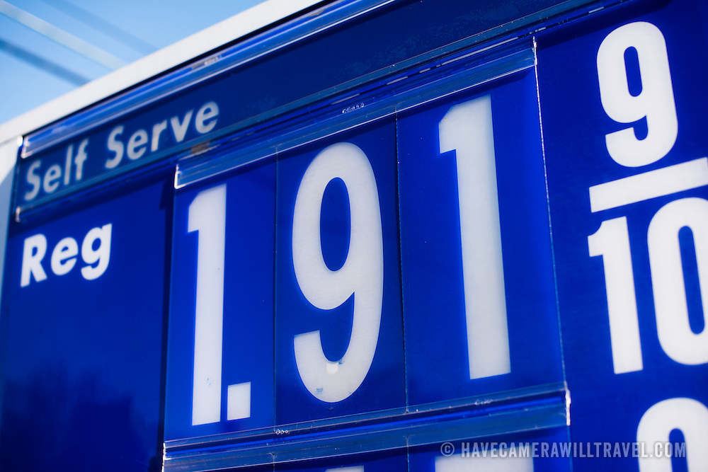 With the price of oil dropping, gas prices in the United States have been falling steadily.