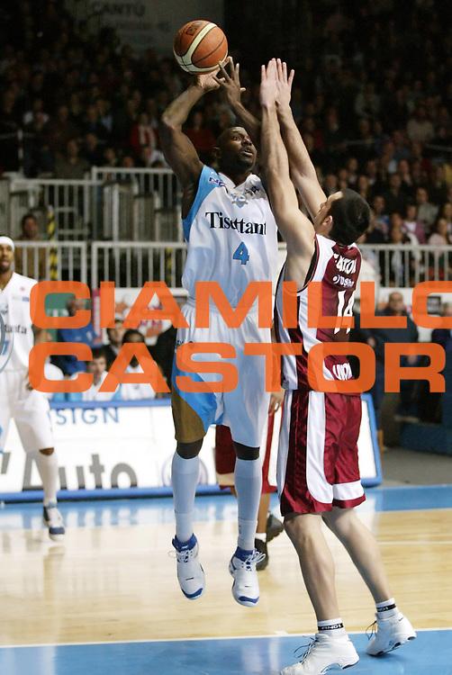DESCRIZIONE : Cantu Lega A1 2006-07 Tisettanta Cantu TdShop.it Livorno<br /> GIOCATORE : Smith<br /> SQUADRA : Tisettanta Cantu<br /> EVENTO : Campionato Lega A1 2006-2007 <br /> GARA : Tisettanta Cantu TdShop.it Livorno<br /> DATA : 28/01/2007 <br /> CATEGORIA : Tiro<br /> SPORT : Pallacanestro <br /> AUTORE : Agenzia Ciamillo-Castoria/G.Cottini