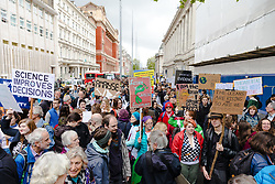 © Licensed to London News Pictures. 22/04/2017. London, UK. Thousands of scientists and science enthusiasts take part in the March for Science to raise awareness of the importance of scientific discovery and integrity. Photo credit: Rob Pinney/LNP