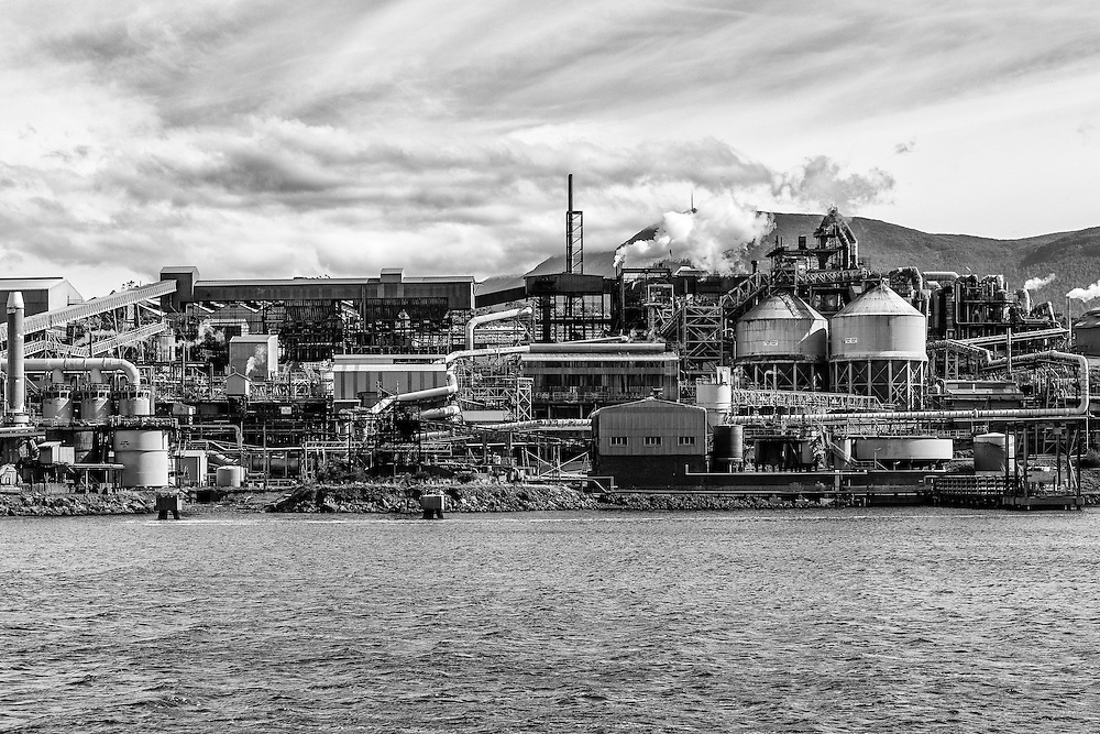 Nyrstar Zinc Works on the banks of the Derwent River in Hobart, Tasmania.
