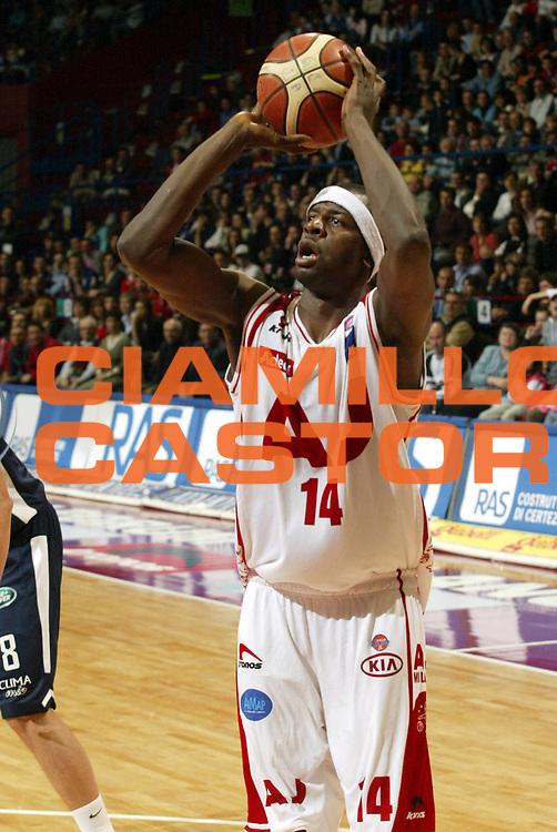 DESCRIZIONE : Milano Lega A1 2005-06 Armani Jeans Milano Climamio Bologna <br />GIOCATORE : Grant<br />SQUADRA : Armani Jeans Milano<br />EVENTO : Campionato Lega A1 2005-2006<br />GARA : Armani Jeans Milano Climamio Bologna<br />DATA : 02/04/2006<br />CATEGORIA : Tiro<br />SPORT : Pallacanestro<br />AUTORE : Agenzia Ciamillo-Castoria/S.Ceretti<br />Galleria : Lega Basket A1 2005-2006<br />Fotonotizia : Milano Campionato Italiano Lega A1 2005-2006 Armani Jeans Milano Climamio Bologna<br />Predefinita :