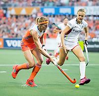 AMSTELVEEN -  Carlien Dirkse van den Heuvel (Ned) met Alix Gerniers (Bel) tijdens  de gewonnen  damesfinale Nederland-Belgie bij de Rabo EuroHockey Championships 2017.   COPYRIGHT KOEN SUYK