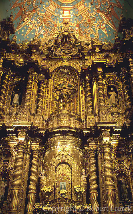 ECUADOR, COLONIAL QUITO La Compania, Jesuit Church, altar