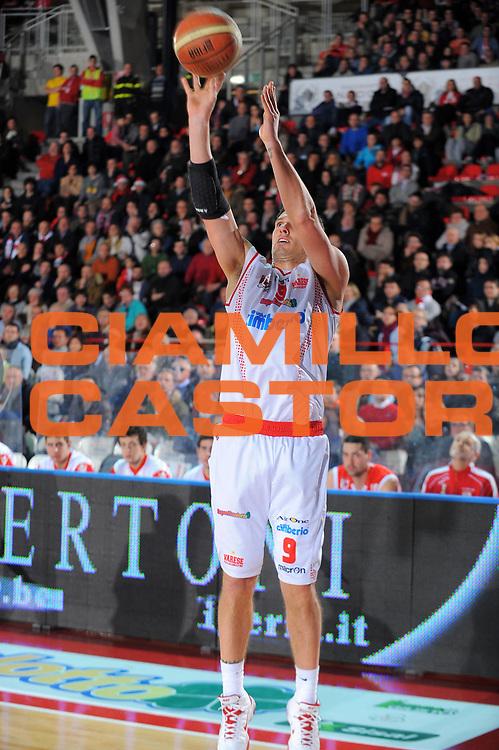 DESCRIZIONE : Varese Lega A 2010-11 Cimberio Varese Banca Tercas Teramo<br /> GIOCATORE : Alex Righetti<br /> SQUADRA : Cimberio Varese<br /> EVENTO : Campionato Lega A 2010-2011<br /> GARA : Cimberio Varese Banca Tercas Teramo<br /> DATA : 20/12/2010<br /> CATEGORIA : Tiro<br /> SPORT : Pallacanestro<br /> AUTORE : Agenzia Ciamillo-Castoria/A.Dealberto<br /> Galleria : Lega Basket A 2010-2011<br /> Fotonotizia : Varese Lega A 2010-11Cimberio Varese Banca Tercas Teramo<br /> Predefinita :