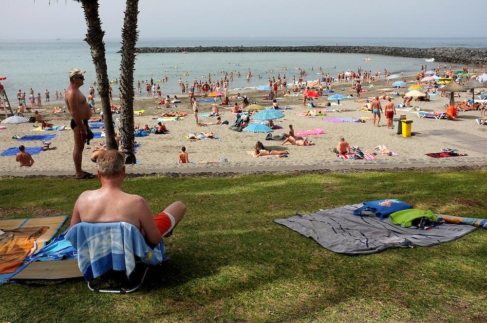 A crowded beach. Many tourists like it like this.