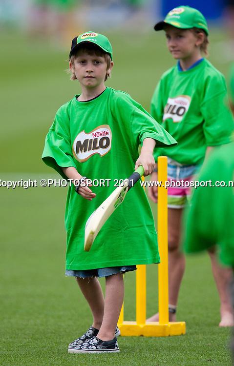 MILO kids cricket during the dinner break of the 5th ODI, Black Caps v Pakistan, One Day International Cricket at Seddon Park, Hamilton, New Zealand. Thursday 3 February 2011. Photo: Stephen Barker/PHOTOSPORT