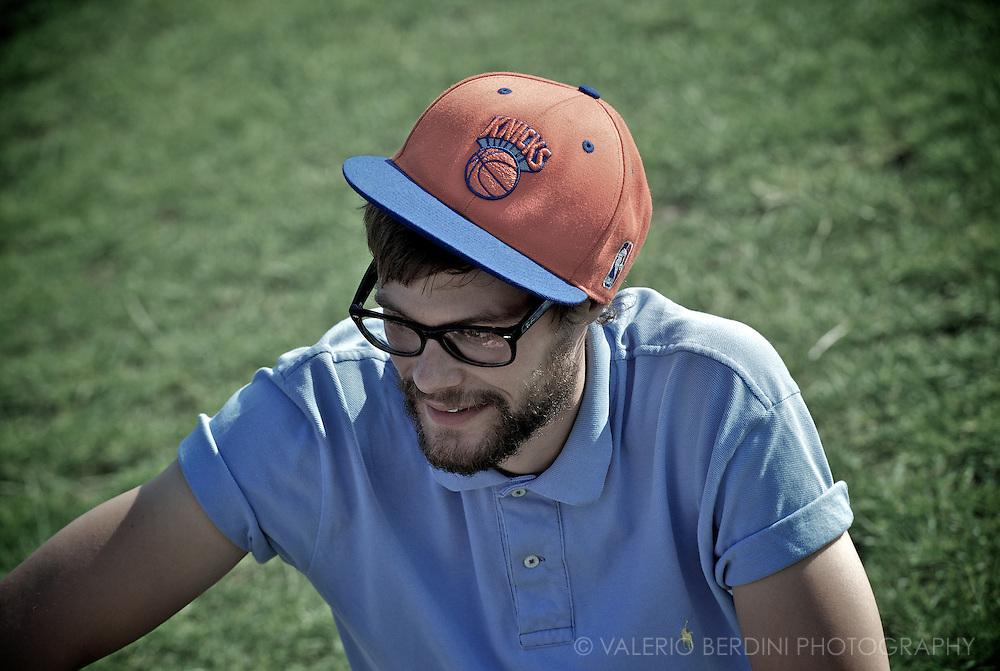 Baseball cap. Ray Ban.