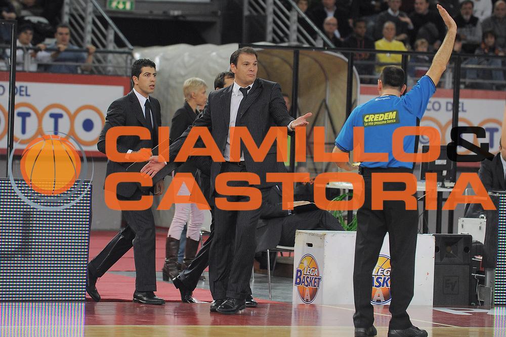 DESCRIZIONE : Roma Lega A 2009-10 Basket Lottomatica Virtus Roma Angelico Biella<br /> GIOCATORE : Nando Gentile<br /> SQUADRA : Lottomatica Virtus Roma<br /> EVENTO : Campionato Lega A 2009-2010<br /> GARA : Lottomatica Virtus Roma Angelico Biella<br /> DATA : 08/11/2009<br /> CATEGORIA : Delusione<br /> SPORT : Pallacanestro<br /> AUTORE : Agenzia Ciamillo-Castoria/G.Vannicelli<br /> Galleria : Lega Basket A 2009-2010 <br /> Fotonotizia : Roma Campionato Italiano Lega A 2009-2010 Lottomatica Virtus Roma Angelico Biella<br /> Predefinita :