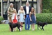 Koninklijke fotosessie 2016 op landgoed De Horsten ( het huis van de koninklijke familie)  in Wassenaar.<br /> <br /> Royal photoshoot 2016 at De Horsten estate (the home of the royal family) in Wassenaar.<br /> <br /> Op de foto / On the photo: <br /> <br />  Koning Willem-Alexander en koningin Maxima met de prinsesjes Amalia, Alexia en Ariane  <br /> <br /> King Willem-Alexander and Queen Maxima  with the princesses Amalia, Alexia and Ariane