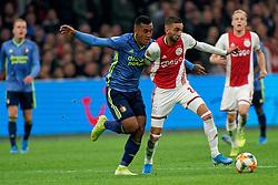 27-10-2019 NED: Ajax - Feyenoord, Amsterdam<br /> Eredivisie Round 11, Ajax win 4-0 / Renato Tapia #20 of Feyenoord, Hakim Ziyech #22 of Ajax