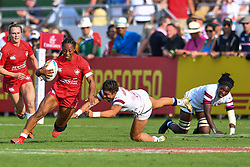 Charity Williamsof Canada evades the tackle of Nicole Heavirland of USA <br /> <br /> Photographer Craig Thomas/Replay Images<br /> <br /> World Rugby HSBC World Sevens Series - Day 2 - Friday 6rd December 2019 - Sevens Stadium - Dubai<br /> <br /> World Copyright © Replay Images . All rights reserved. info@replayimages.co.uk - http://replayimages.co.uk