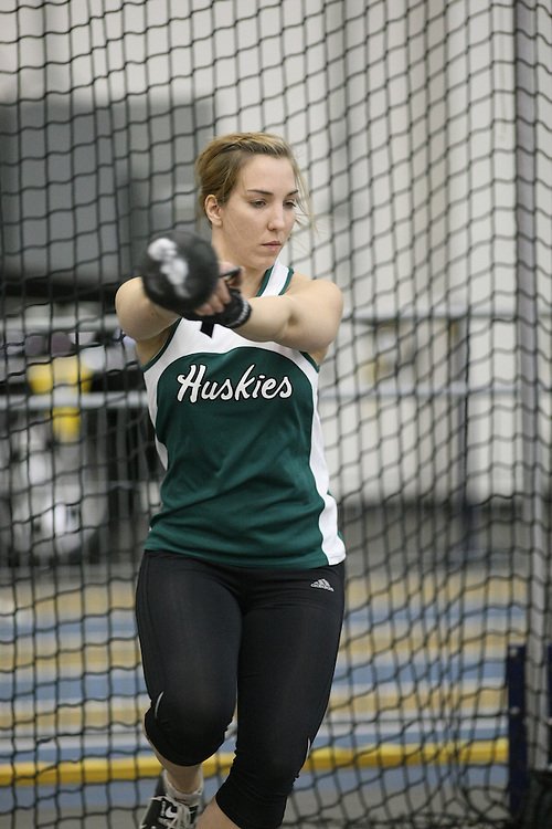Windsor, Ontario ---12/03/09--- Liz Dubourt of  the University of Saskatchewan competes in the Women's Weight Throw at the CIS track and field championships in Windsor, Ontario, March 12, 2009..Sean Burges Mundo Sport Images