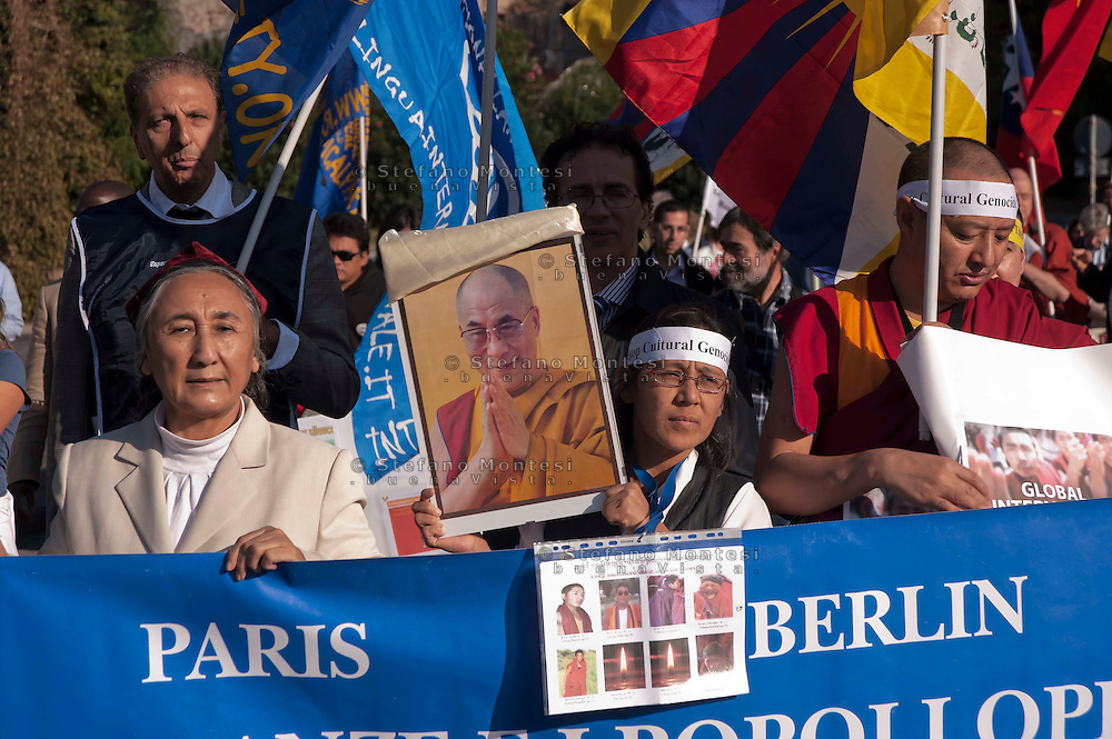 Roma 22 Ottobre 2011.Marcia Internazionale per la Libertà dei popoli Birmano, Iraniano, Tibetano, Uyghuro.Rome October 22,2011.Marcia International Freedom of the people of Burma, Iran, Tibetan, Uyghur