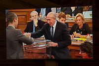 Capture d'&eacute;cran<br /> Gerard Collomb est r&eacute;&eacute;lu sans surprise au poste de maire de Lyon, un mois apr&egrave;s sa d&eacute;mission du minist&egrave;re de l'Int&eacute;rieur<br /> L'ancien ministre de l'Interieur&nbsp;a recueilli 41 voix sur 73 lors d&rsquo;un vote au conseil municipal.<br /> Son pr&eacute;decesseur, Georges Kepen&eacute;kian, avait d&eacute;missionn&eacute; pour lui laisser sa place apr&egrave;s&nbsp;le d&eacute;part du gouvernement&nbsp;de l&rsquo;ancien ministre de l&rsquo;Int&eacute;rieur, le 2 octobre.<br /> La r&eacute;&eacute;lection de Gerard Collomb ne faisait aucun doute, car son camp d&eacute;tient la majorit&eacute; des si&egrave;ges au conseil municipal.&nbsp;<br /> G&eacute;rard Collomb a d&eacute;j&agrave; &eacute;t&eacute; maire de Lyon, de mars 2001 &agrave; juillet 2017<br /> Screen Shot<br /> Gerard Collomb is re-elected unsurprisingly as mayor of Lyon, a month after his resignation from the Ministry of the Interior<br /> The former Interior Minister collected 41 votes on 73, during vote to the City Council.<br /> His predecessor, Georges Kepen&eacute;kian, had resigned to leave him his place after the departure of the government of the former Minister of the Interior, October 2.<br /> Gerard Collomb's re-election made no doubt, because his camp detains the majority of the seats on the city council.<br /> G&eacute;rard Collomb was already mayor of Lyon, from March 2001 to July 2017