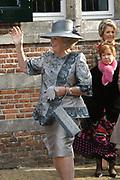 Zijne Hoogheid Prins Floris van Oranje Nassau, van Vollenhoven en mevrouw mr. A.L.A.M. Söhngen zijn zaterdag 22 oktober in de kerk van Naarden in het  huwelijk getreden. De prins is de jongste zoon van Prinses Magriet en Pieter van Vollenhoven.<br /> <br /> Church Wedding Prince Floris and Aimée Söhngen. <br /> <br /> Church Wedding Prince Floris and Aimée Söhngen in Naarden. The Prince is the youngest son of Princess Margriet, Queen Beatrix's sister, and Pieter van Vollenhoven. <br /> <br /> Op de foto / On the photo;<br /> <br /> <br /> <br /> Koningin Beatrix / Queen Beatrix