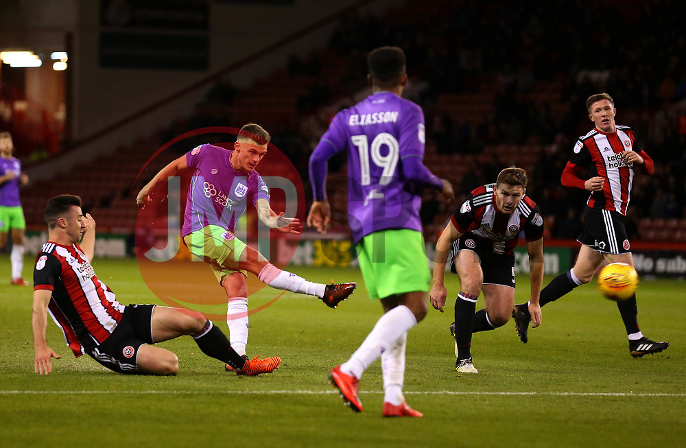 Jamie Paterson of Bristol City scores a goal to make it 1-0 - Mandatory by-line: Robbie Stephenson/JMP - 08/12/2017 - FOOTBALL - Bramall Lane - Sheffield, England - Sheffield United v Bristol City - Sky Bet Championship