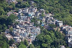 Rocinha e Zona Sul. A Rocinha e um bairro-favela localizado na cidade do Rio de Janeiro, no Brasil. Destaca-se por ser uma das maiores favelas da cidade, contando com cerca de 60 mil habitantes./ Rocinha and South Zone. Rocinha is a slum neighborhood-located in the city of Rio de Janeiro, Brazil. It is notable for being one of the largest slums in the city, with about 60 000 inhabitants. Rio de Janeiro, Brasil - 2011