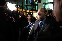17 JAN 2005, BERLIN/GERMANY:<br /> Wolfgang Thierse, SPD, Bundestagspraesident, wird von Journalisten zum Thema Nebeneinkuenfte von Politikern befragt, auf dem Weg zur Sitzung des SPD Praesidiums, vor dem Willy-Brandt-Haus<br /> IMAGE: 20050117-01-002<br /> KEYWORDS: Präsidium, Nebeneinkünfte, Kamera, Camera, Journalist, Mikrofon, microphone