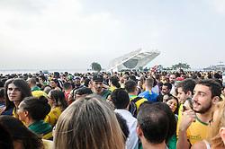 June 27, 2018 - Rio De Janeiro, Brazil - RIO DE JANEIRO, RJ - 27.06.2018: TORCEDORES DA SELEÇÃO NO RJ - Cariocas fans for the Brazilian team in the game against Serbia, in an arena set up in Praça Mauá, central region of Rio de Janeiro, RJ, on Wednesday (27) (Credit Image: © Nayra Halm/Fotoarena via ZUMA Press)