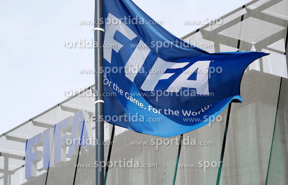 25.09.2015, FIFA Hauptquartier, Zuerich, SUI, Sitzung des FIFA Exekutivkomitees, absage der Pressekonferenz, im Bild FIFA Flagge, eine angek&uuml;ndigte Pressekonferenz nach der Sitzung des FIFA Exekutivkomitees wurde abgesagt // A FIFA flag outside the FIFA headquarters in Zurich. A scheduled press conference following the FIFA Executive Committee meeting was cancelled today during FIFA Executive Committee Meeting at the FIFA Hauptquartier in Zuerich, Switzerland on 2015/09/25. EXPA Pictures &copy; 2015, PhotoCredit: EXPA/ Freshfocus/ Steffen Schmidt<br /> <br /> *****ATTENTION - for AUT, SLO, CRO, SRB, BIH, MAZ only*****