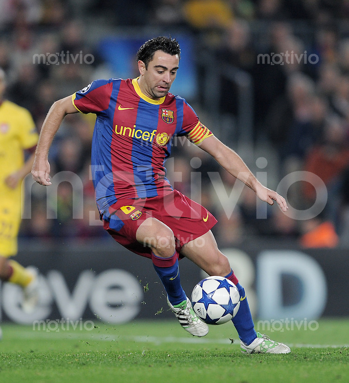 FUSSBALL   CHAMPIONS LEAGUE   SAISON 2010/2011   Achtelfinale  08.03.2011 FC Barcelona - Arsenal London Xavi Hernandez (Barca) mit Ball