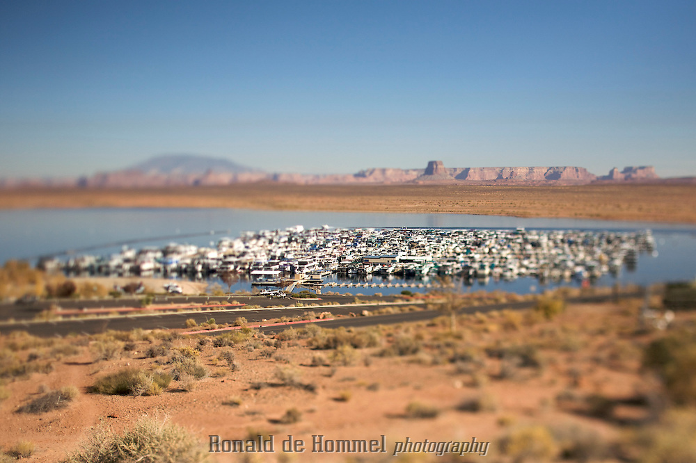 Boating on Lake Powell in Arizona. The lake is one of the main water reservoirs in the American Southwest. It stores water for cities like Las Vegas, Phoenix and Tucson. In recent years the water levels have dropped alarmingly due to a ten year drought. .Photo by: Ronald de Hommel / Johannes Abeling