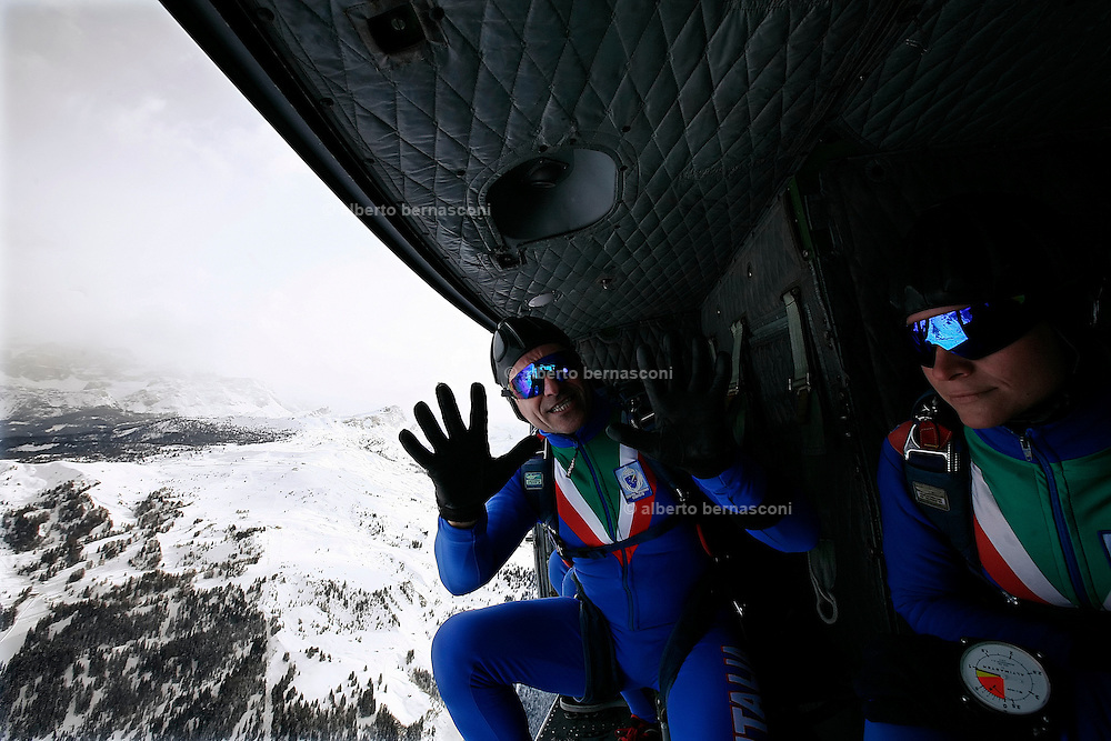 """Italia, Corvara, esercitazioni della Folgore .Italy, Corvara, drill for the military special corpe """"FOLGORE"""""""
