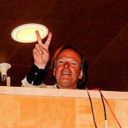 NLD/Laren/20100419 - Overhandiging boek John Kraaijkamp,
