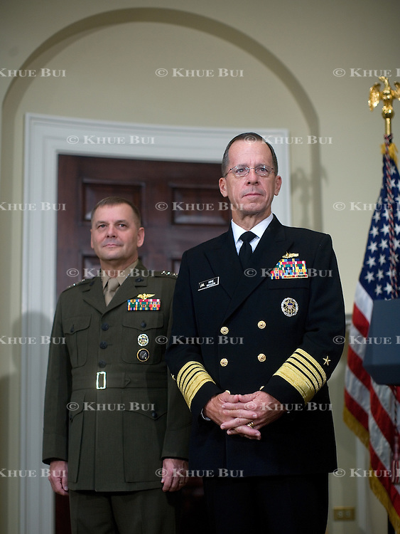 Pres. Bush makes the announcement of the Official Nomination of Navy Admiral Michael Mullen and Marine General James Cartwright to Chairman and Vice Chairman of the Joint Chiefs of Staff Thursday, June 28, 2007.  Also attending is Secretary of Defense Robert Gates.  ..Photo by Khue Bui