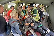 Nederland, Nijmegen, 2-9-2012Open dag bij het umc radboud, umcn, over traumageneeskunde en medische hulp bij rampen.Er waren demonstraties met reddingshonden, een orthopedisch chirurg die het boren in botten demonstreerde, een noodhospitaal van defensie, leger, en verschillende eerste hulp handelingen.Foto: Flip Franssen