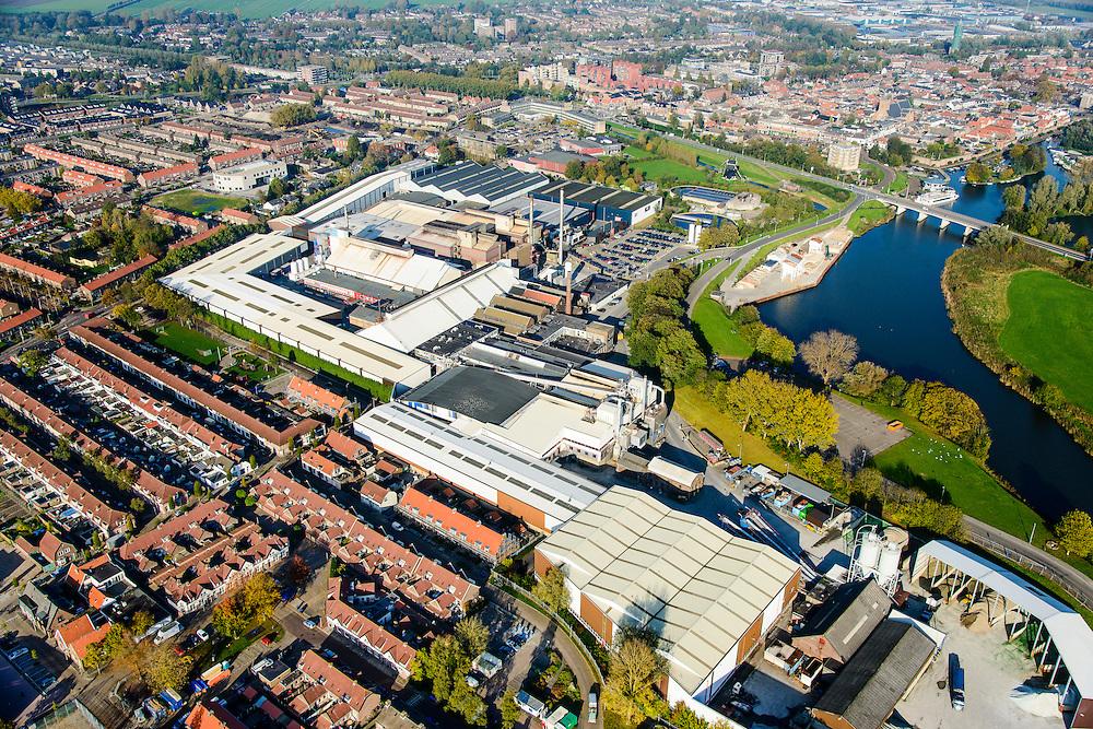Nederland, Zuid-Holland, Leerdam, 28-10-2014; Glasfabriek Leerdam, Royal Leerdam Crystal (onderdeel van de Royal Delft Group). Gelegen aan riviertje de Linge.<br /> Glass factory Leerdam, Royal Leerdam Crystal (part of the Royal Delft Group). Situated on river Linge.<br /> luchtfoto (toeslag op standard tarieven); aerial photo (additional fee required); copyright foto/photo Siebe Swart