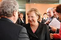 """16 OCT 2006, BERLIN/GERMANY:<br /> Angela Merkel (M), CDU, Bundeskanzlerin, begruesst die Teilnehmer des Spitzengespraechs """"Familie und Wirtschaft"""" der Bundeskanzlerin mit der Impulsgruppe der """"Allianz für die Familie"""", Links: Dieter Hundt, Praesident Bundesvereinigung der Deutschen Arbeitgeberverbaende, BDA, Kleiner Kabinettsaal, Bundeskanzleramt<br /> IMAGE: 20061016-01-003<br /> KEYWORDS: Spitzengespräch"""