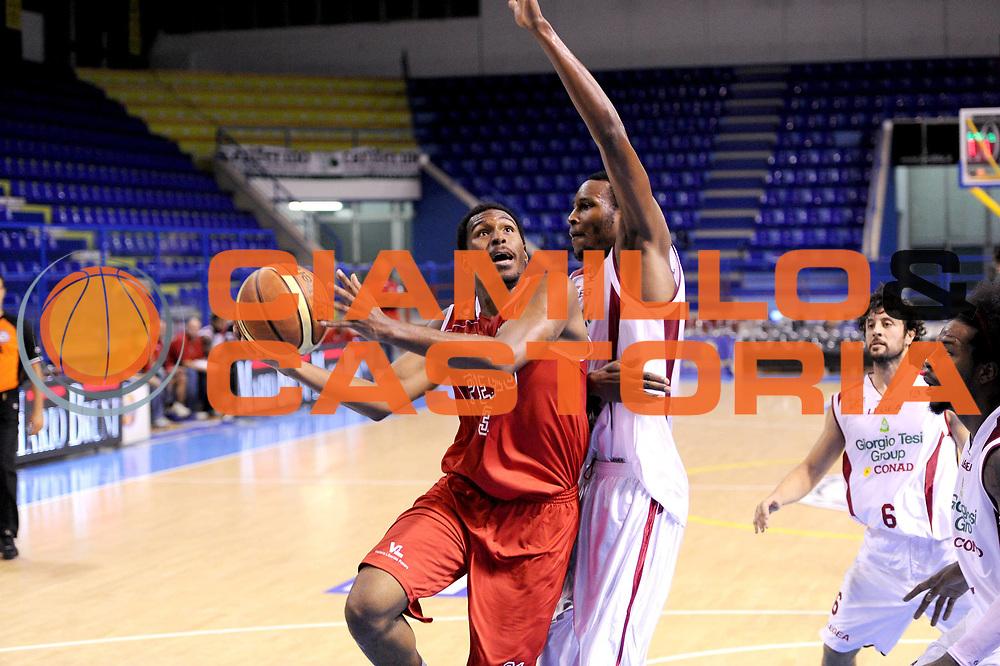 DESCRIZIONE : Porto San Giorgio Precampionato 2013-2014 Torneo Di Porto San Giorgio VL Pesaro Pstoia Basket 2000<br /> GIOCATORE : Elston Turner<br /> CATEGORIA : tiro<br /> SQUADRA : VL Pesaro<br /> EVENTO : Precampionato Lega A1 2013-2014<br /> GARA : VL Pesaro Pstoia Basket 2000<br /> DATA : 05/10/2013<br /> SPORT : Pallacanestro<br /> AUTORE : Agenzia Ciamillo-Castoria/C. De Massis<br /> Galleria : Lega Basket A1 2013-2014<br /> Fotonotizia : Porto San Giorgio Precampionato 2013-2014 Torneo Di Porto San Giorgio VL Pesaro Pstoia Basket 2000<br /> Predefinita :