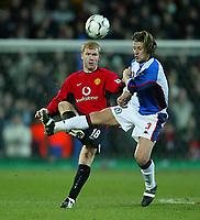 Fotball, 22. januar 2003, Blackburn Rovers- Manchester United ,Worthington Cup Semifinael 2. kamp)<br />Uniteds Paul Scholes og  Rovers Tugay<br />Foto:  Aidan Ellis, Digitalsport