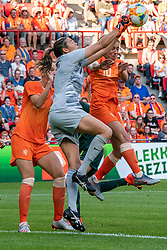 01-06-2019 NED: Netherlands - Australia, Eindhoven<br /> <br /> Friendly match in Philips stadion Eindhoven. Netherlands win 3-0 / Vivianne Miedema #9 of The Netherlands, goalkeeper Lydia Williams #1 of Australia, Danielle van de Donk #10 of The Netherlands