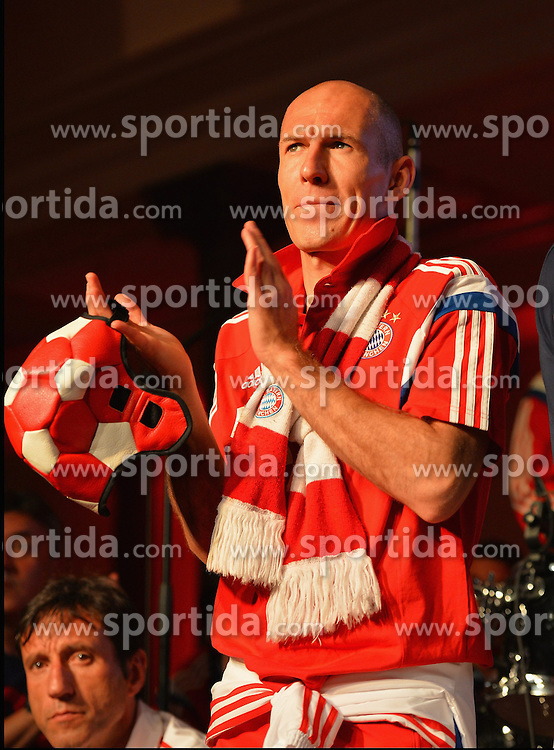 17.05.2014, T Com, Berlin, GER, DFB Pokal, Bayern Muenchen Pokalfeier, im Bild Arjen Robben celebrates Arjen Robben, // during the FC Bayern Munich &quot;DFB Pokal&quot; Championsparty at the T Com in Berlin, Germany on 2014/05/17. EXPA Pictures &copy; 2014, PhotoCredit: EXPA/ Eibner-Pressefoto/ EIBNER<br /> <br /> *****ATTENTION - OUT of GER*****