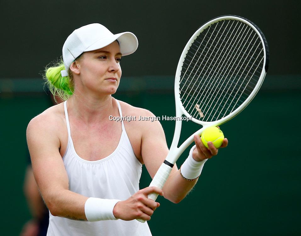 Wimbledon Championships 2013, AELTC,London,<br /> ITF Grand Slam Tennis Tournament,<br /> Bethanie Mattek-Sands (USA) mit gruen gefaerbten Haaren,Einzelbild,<br /> Halbkoerper,Querformat,