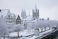 houses in the old part of the town at the Frankenwerft, the cathedral and the church Gross St. Martin, winter, snow, Cologne, Germany.<br /> <br /> Haeuser in der Altstadt an der Frankenwerft, der Dom und die Kirche Gross St. Martin, Winter, Schnee, Koeln, Deutschland.